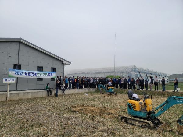 [농업기술센터] 미니굴삭기 안전사용교육(수정본)2.jpg