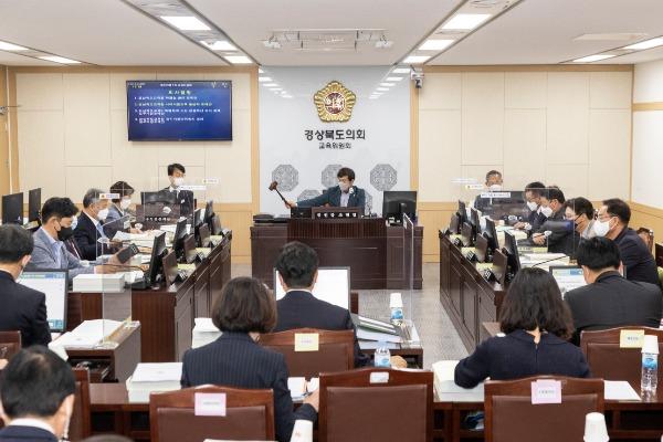 2021.04.29_제323회_임시회_교육위원회_12.jpg